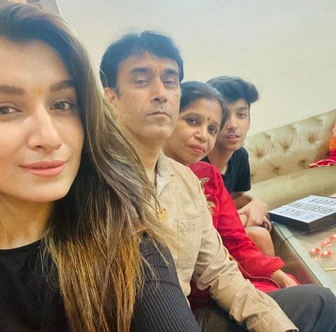 shefali bagga family