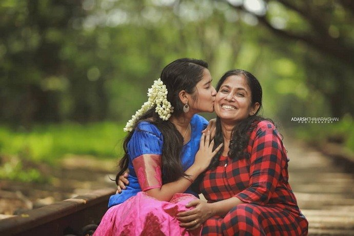 anikha surendran mother