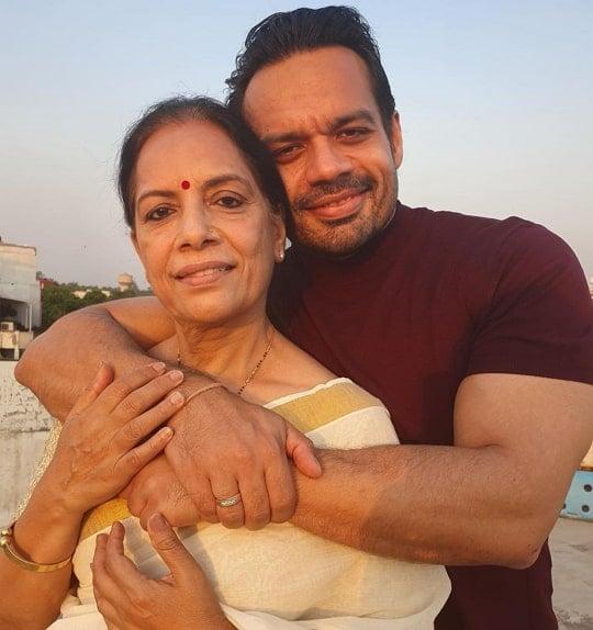 gaurav taneja mother