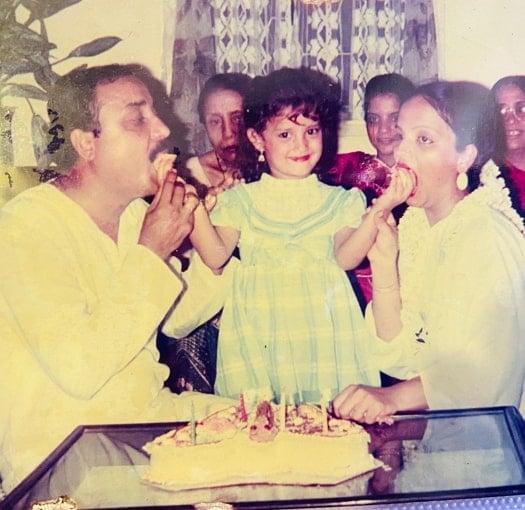 adaa khan childhood photo