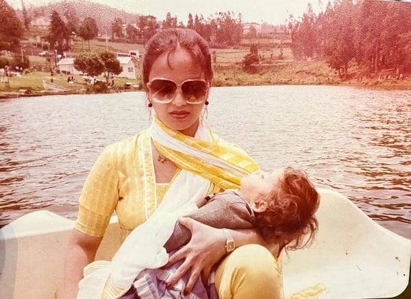 adaa khan mother