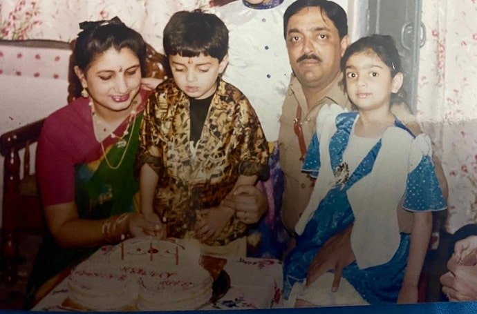 akanksha puri childhood photo