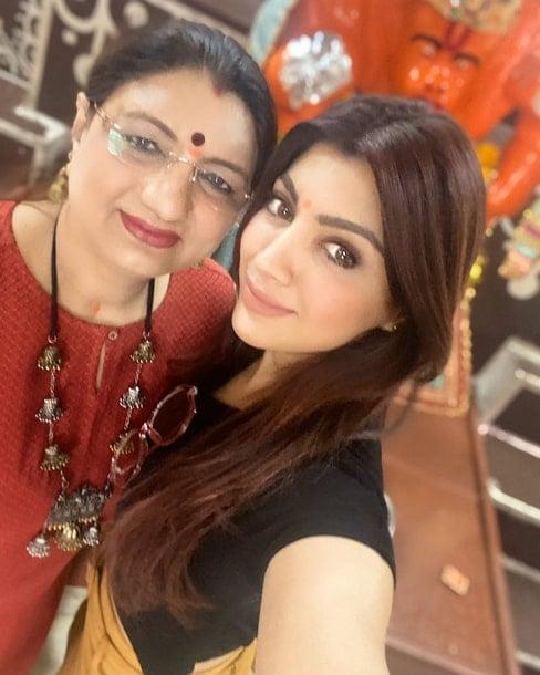 akanksha puri mother