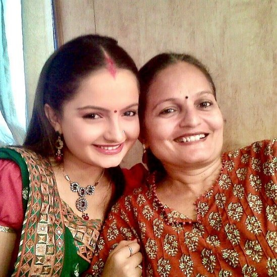 giaa manek mother