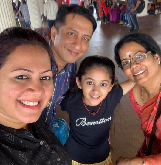 archana chandhoke family