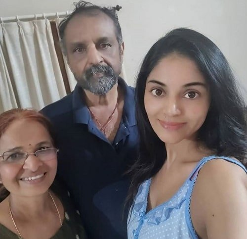 sanam shetty family