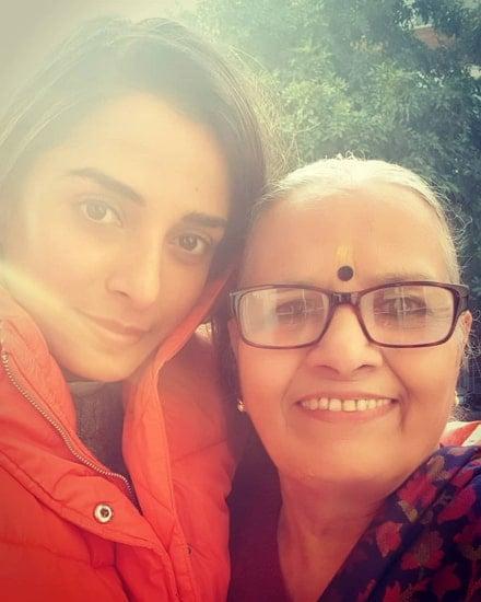 pooja sharma mother