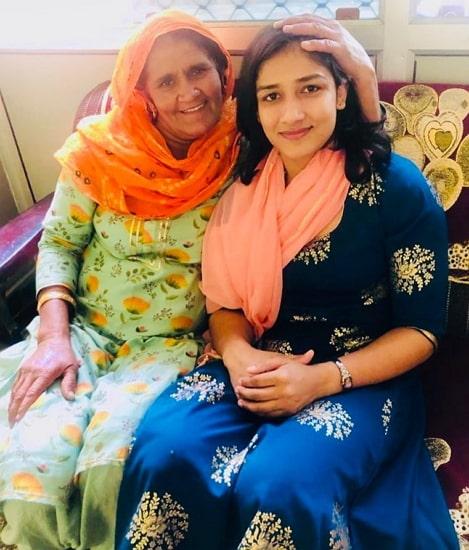 sangeeta phogat mother