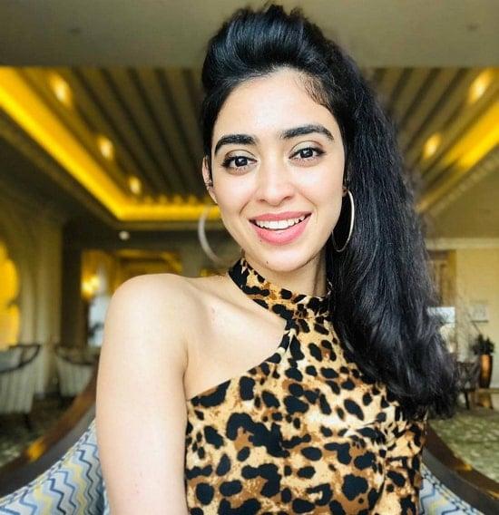 Aishwarya Sharma Wiki, Age, Boyfriend, Husband, Family ...