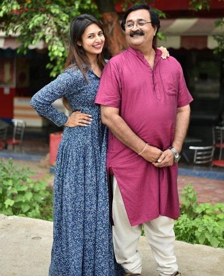 divyanka tripathi father
