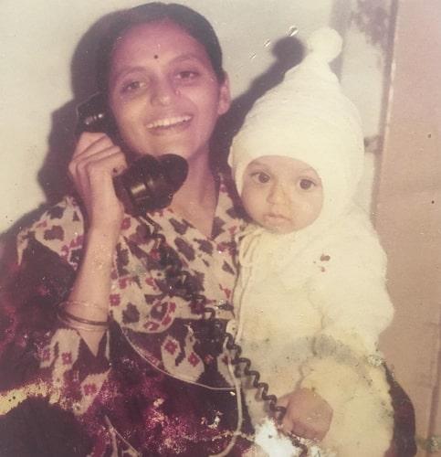 drashti dhami childhood photo