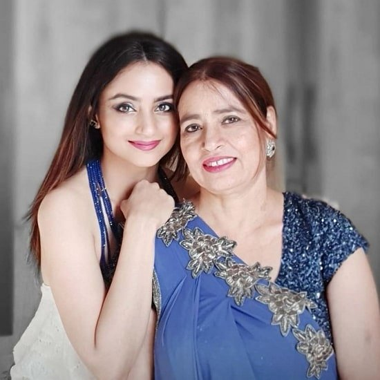 madirakshi mundle mother