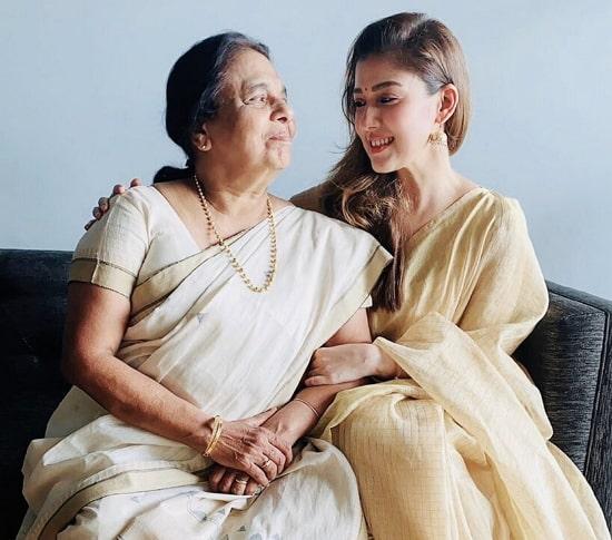 nayanthara mother