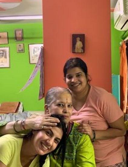 poorti arya family