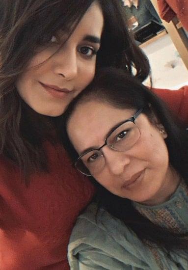 rashi khanna mother