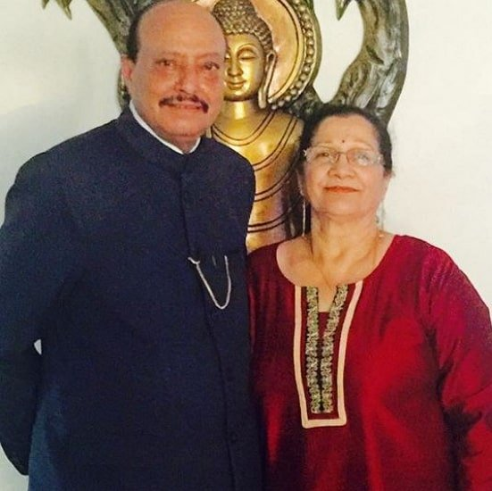 reyhna malhotra parents
