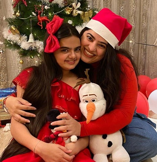 ruhanika dhawan mother