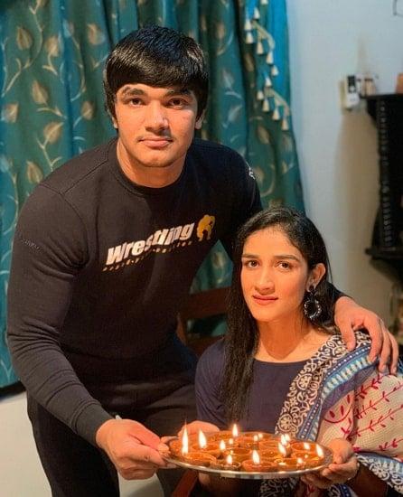 sangeeta phogat brother