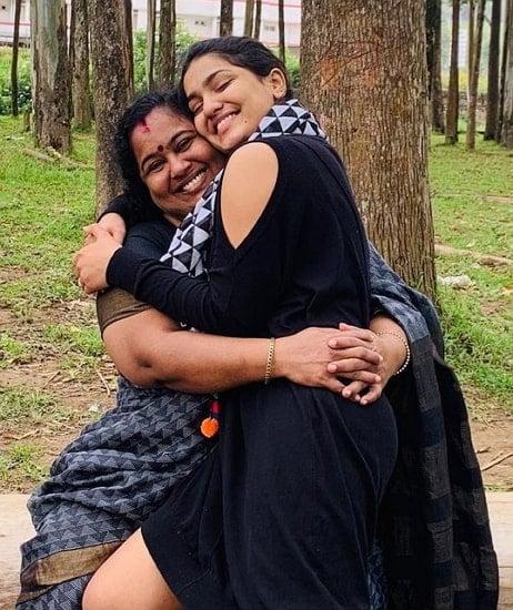 saniya iyappan mother