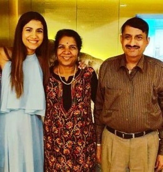 shreya dhanwanthary parents