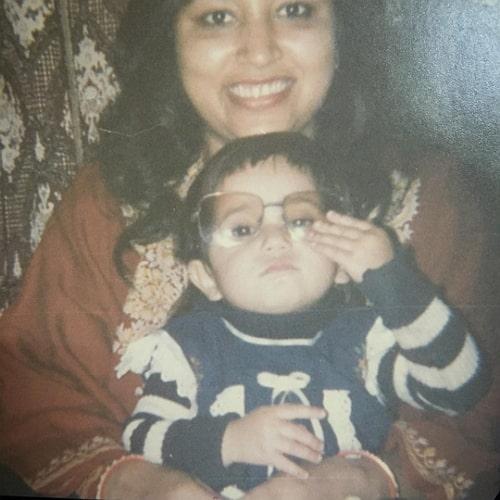 shweta tripathi childhood photo