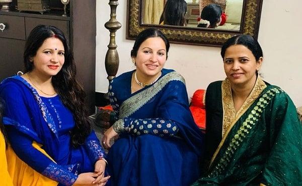 sonali phogat sister