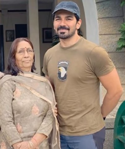 abhinav shukla mother