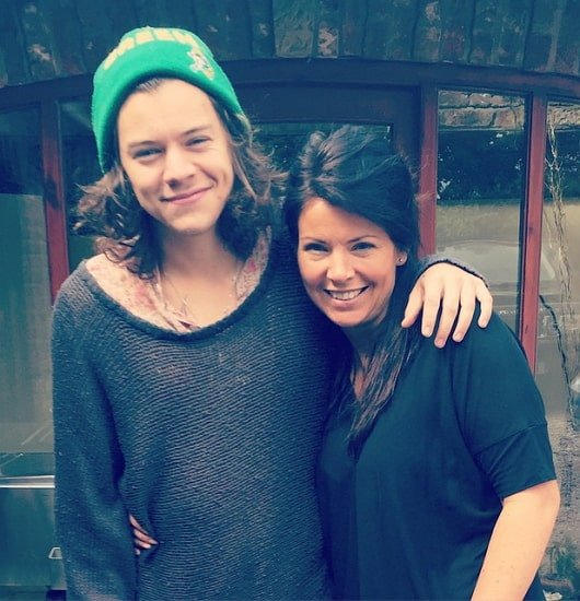 harry styles mother