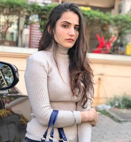 riya kishanchandani