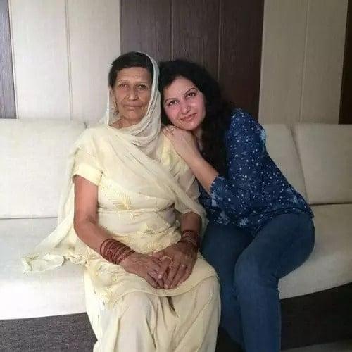 sonali phogat mother