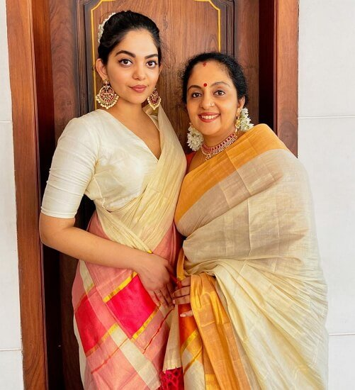 ahaana krishna mother