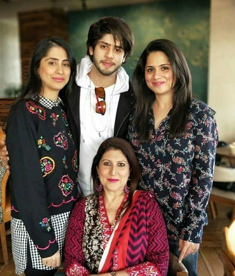 jibraan khan with mother and sister