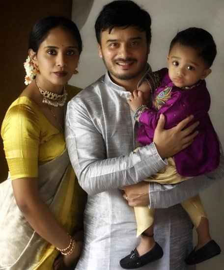 sunil raoh with wife and son