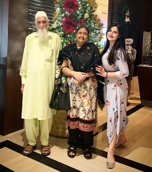 zareen khan parents